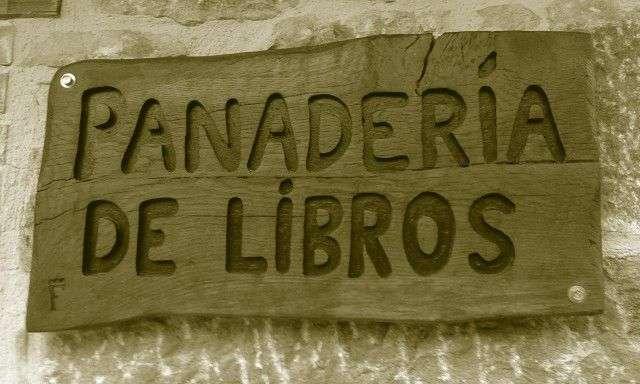 CARTEL PANADERÍA LIBROS EN MADERA