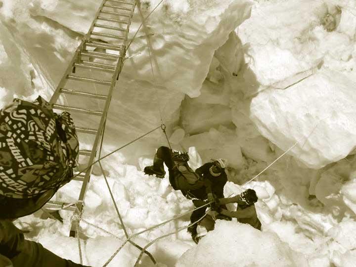 rescate Everest por Sherpas