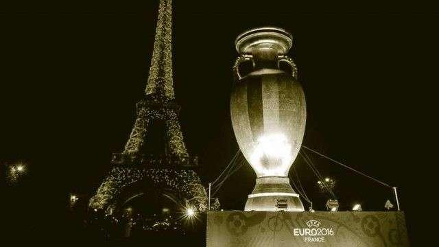 foto copa de europa y torre effiel